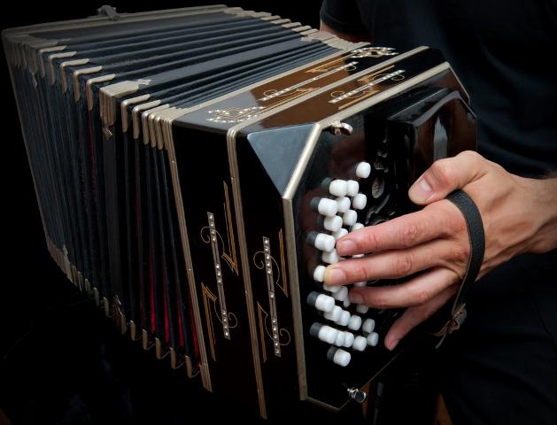 O bandoneón é o instrumento característico do Tango