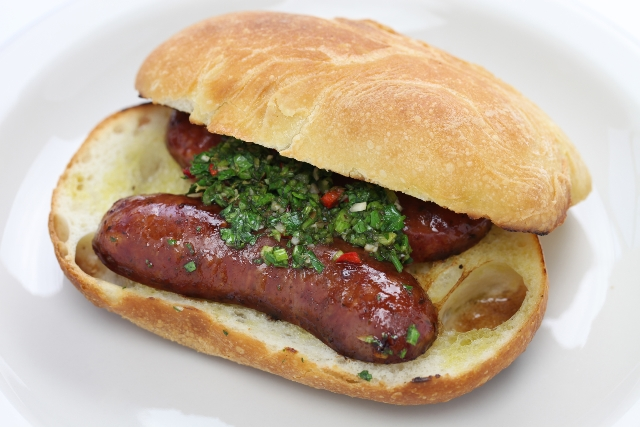 Choripan, comidas e sobremesas típicas da Argentina