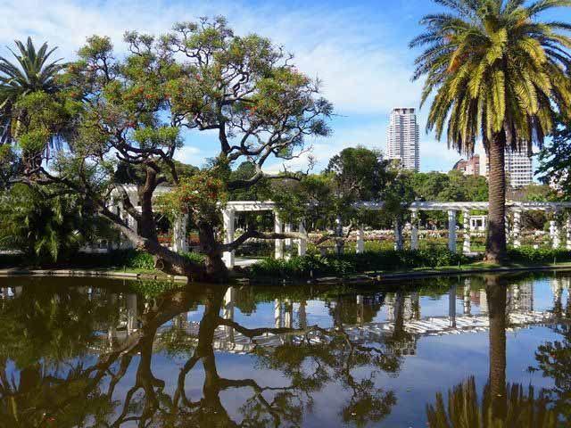 O Rosedal de Palermo, pérgula do lago