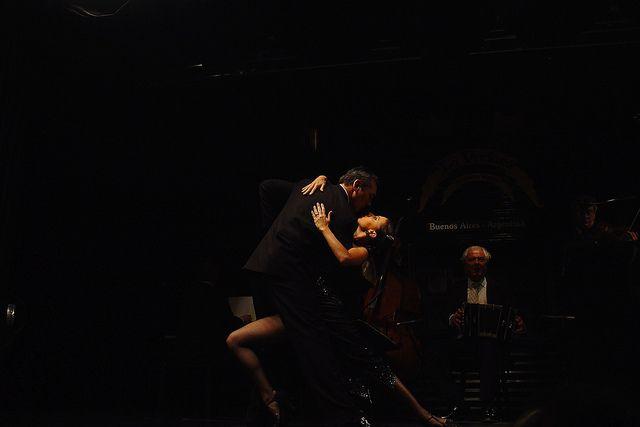 Shows de Tango em Buenos Aires, Esquina Carlos Gardel