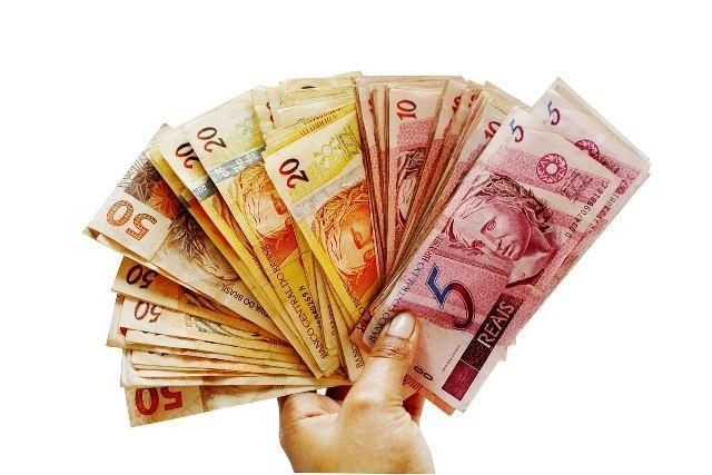 Comprar dólares no Brasil, reais brasileiros