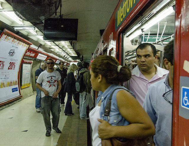 Segurança em Buenos Aires, metrô linha D (Foto: Rodrigo Quezada)